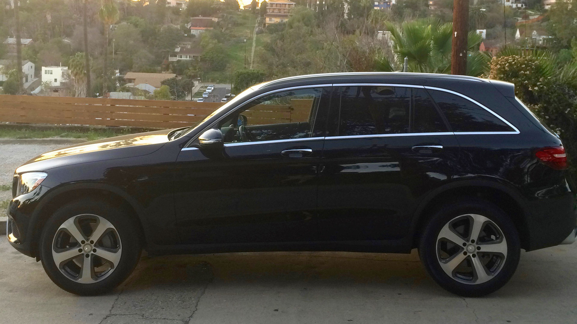 Benz Glc300 | Autos Post